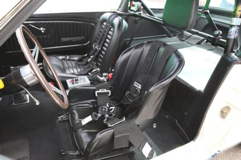 1966-ford-mustang-interior